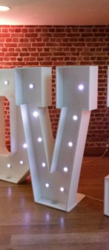 5ft Love-sign-with-lights