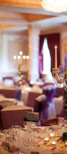 Cream-rococo-candelabra-with-ivy-and-lights