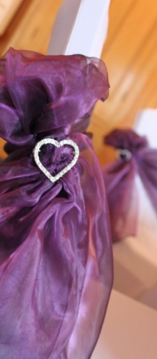 Organza tied to the side with heart buckle