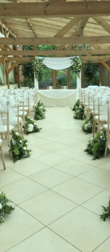 Ceremony-decor-Gaynes-Park