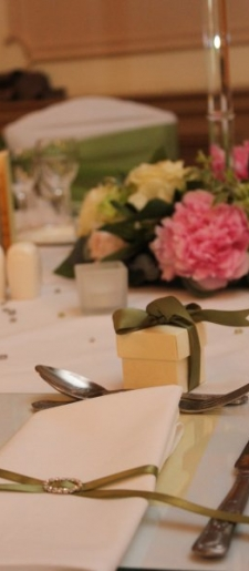 Napkin decor and favour box to match