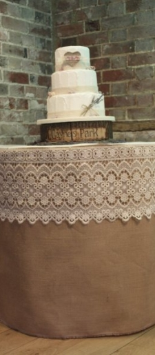 Hessian-and-lace-cake-table-decor