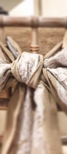Hessian-and-lace-chair-decor