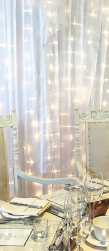 Vintage-cream-shabby-chic-style-throne-chairs